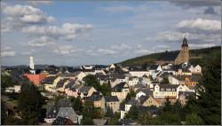 die-bergstadt-schneeberg-wird-ueberragt-49772